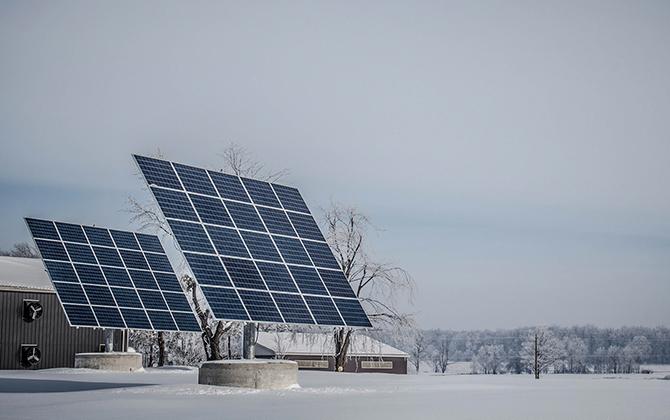 Как работают солнечные батареи зимой в России