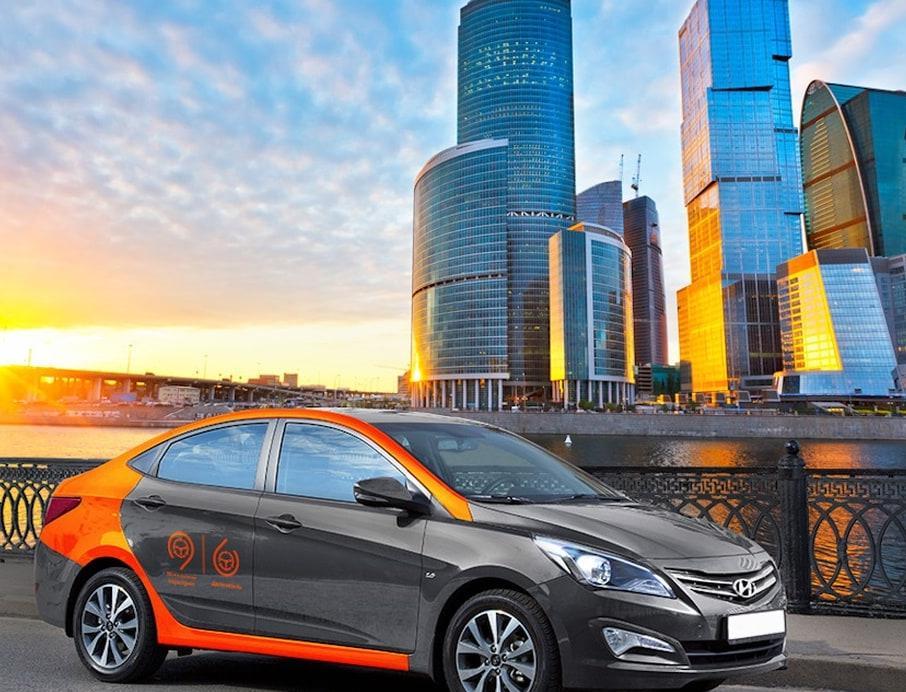 В Москве удвоили субсидии на закупку электромобилей для такси и каршеринга