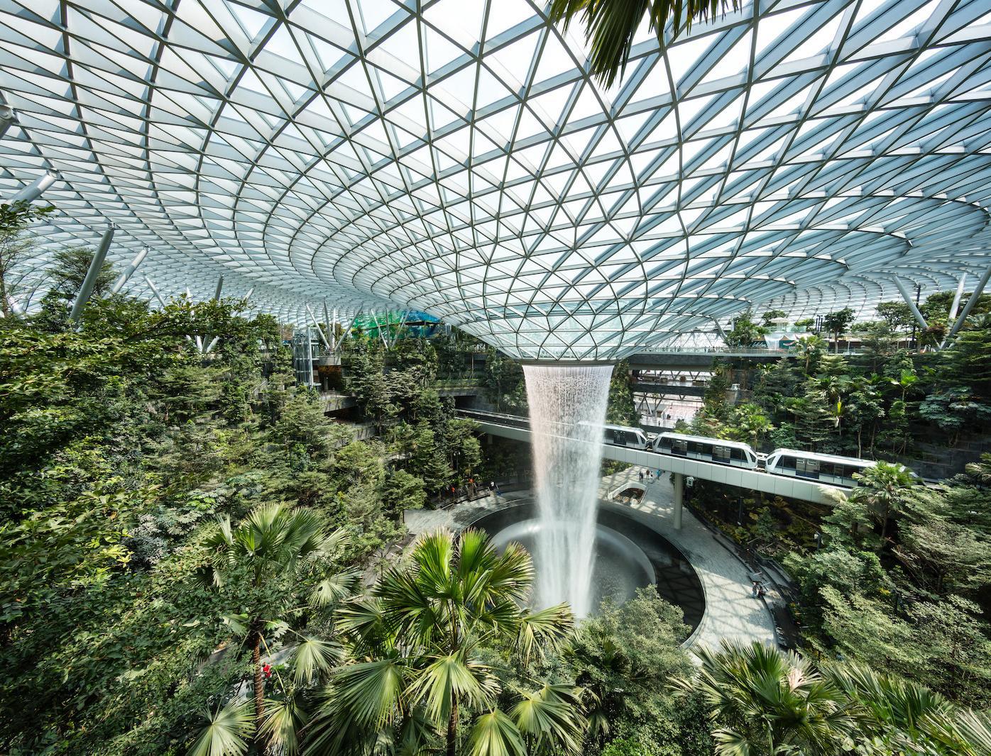 7 фактов: Как аэропорты России и мира становятся экологичными