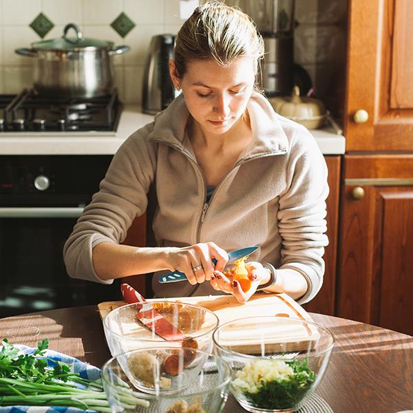 Эксперимент: как жить с компостером для мусора на кухне