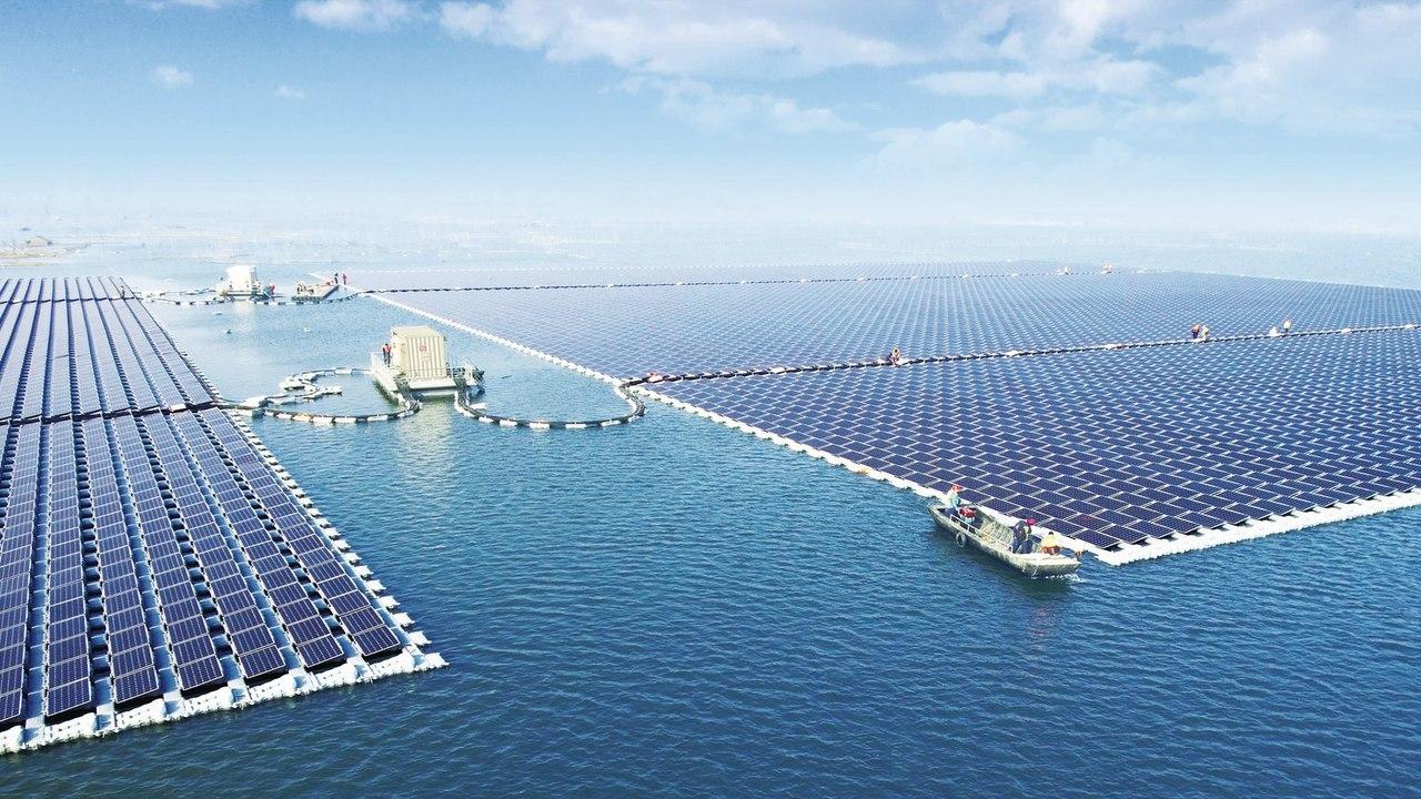 Самую большую в мире плавучую солнечную электростанцию открыли в Китае