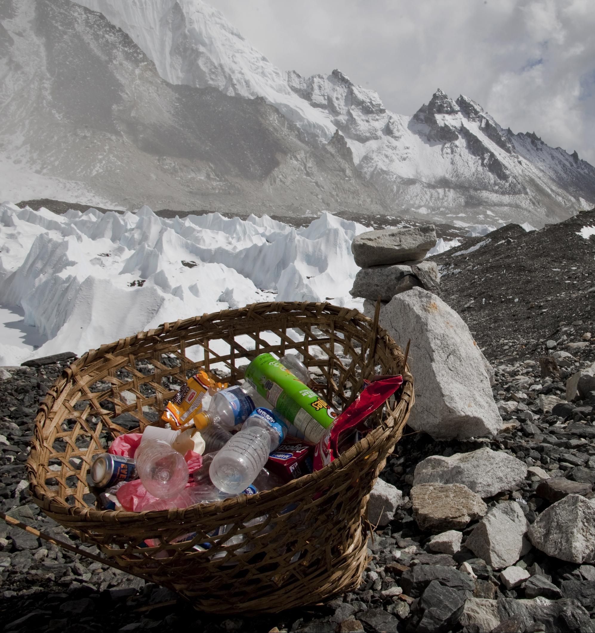 В районе Эвереста запретили одноразовый пластик