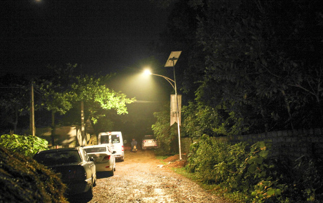 Philips устанавливает фонари на солнечных батареях в деревнях без освещения