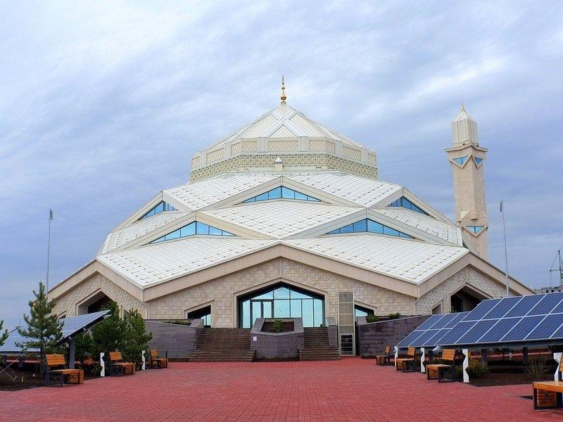 В Казахстане открыли экологичную мечеть с питанием от солнечных батарей