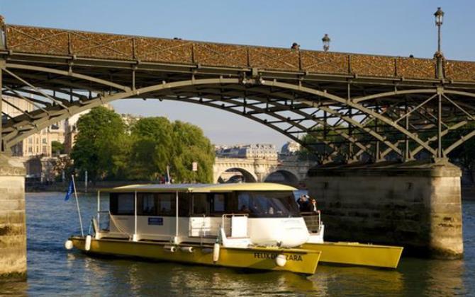 Катамаран на солнечных батареях проходит испытания в Париже