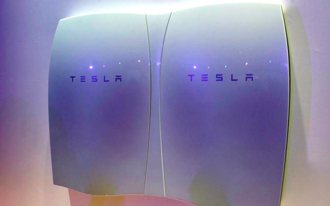 Tesla представила революционную домашнюю систему накопления энергии