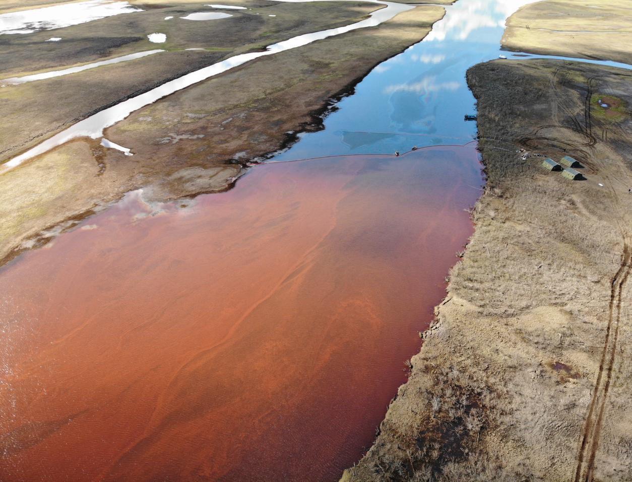 Экокатастрофа в Норильске: Путин объявил ЧС федерального уровня