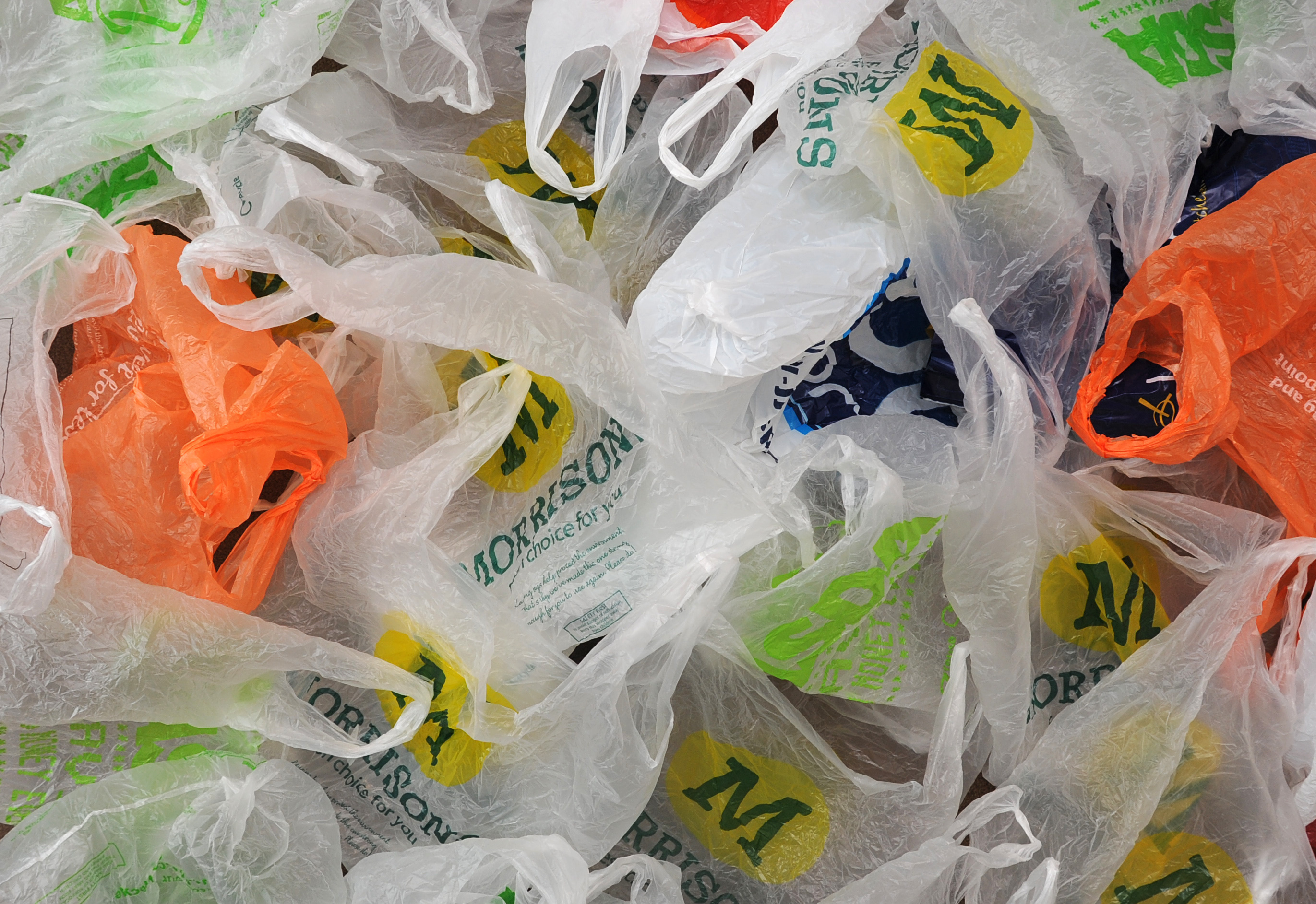 Пластиковые пакеты в супермаркетах Англии стали платными