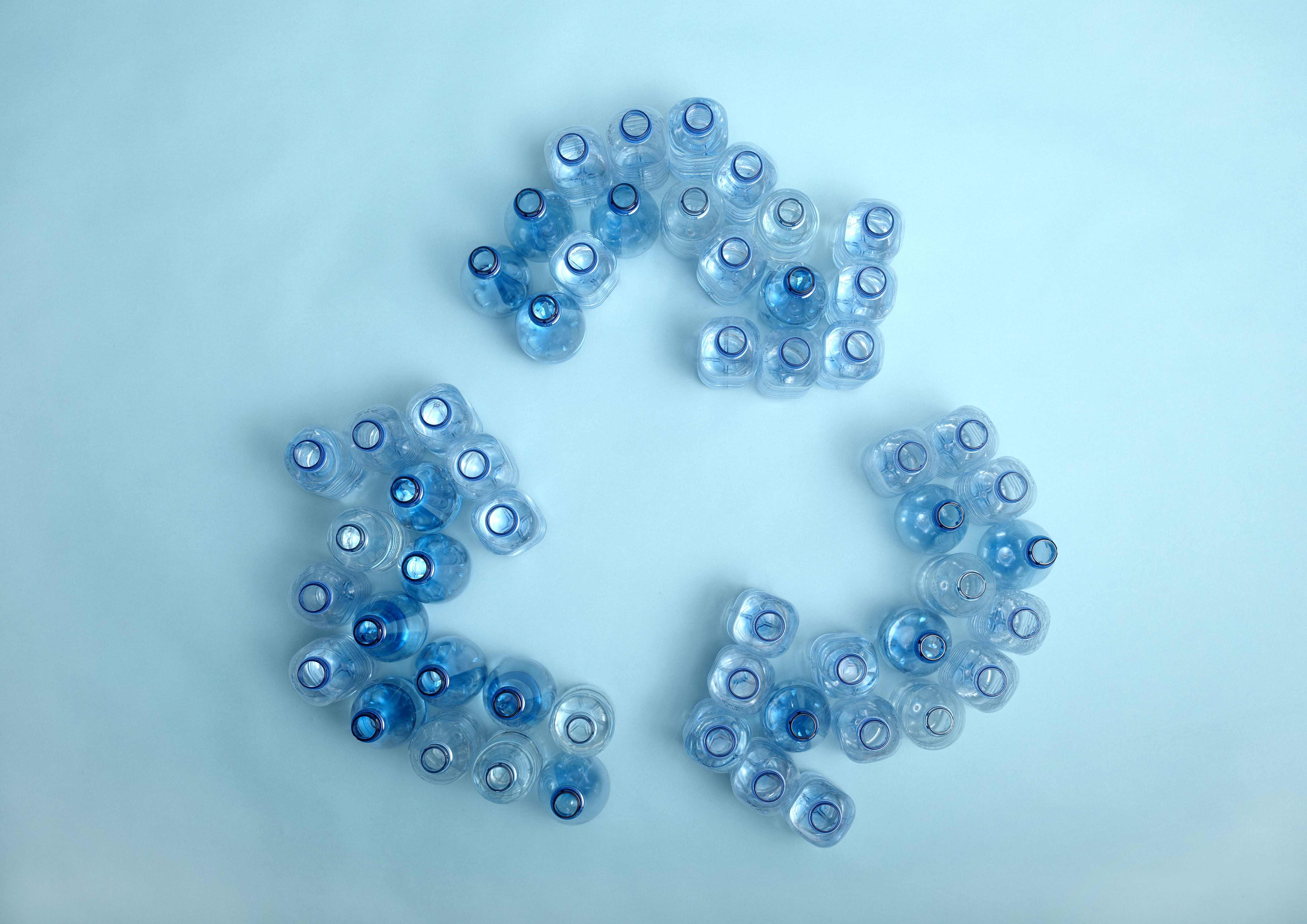 В Петербурге начали прием пластиковых бутылок за деньги