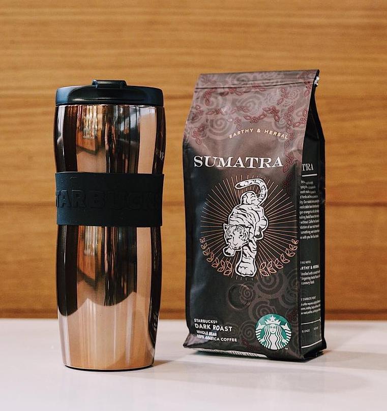 Starbucks предлагает сделать экологичные подарки к 23 февраля