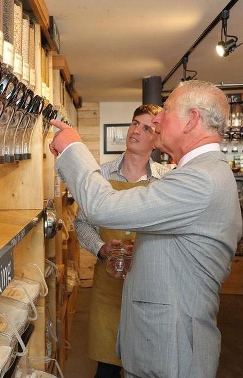 Принц Чарльз пришел в магазин без упаковки за органической фасолью