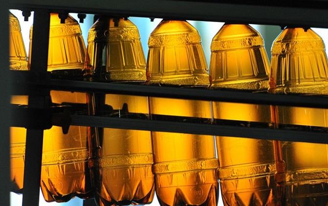 В России могут запретить алкоголь в пластиковой упаковке