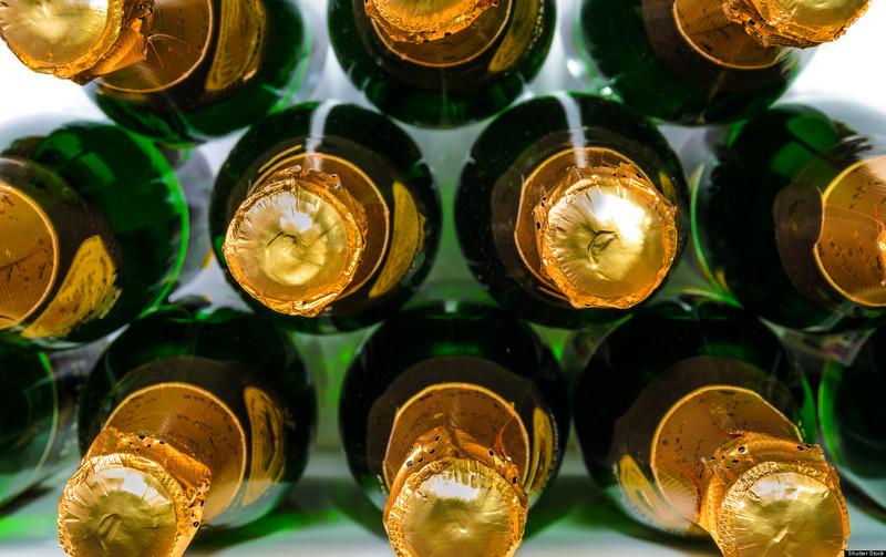 «Сфера экологии» собирает бутылки из-под шампанского для музея мусора