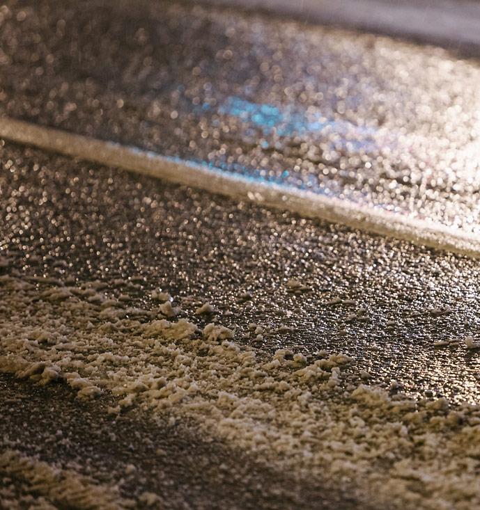 Противогололедные реагенты отравляют воду и почву