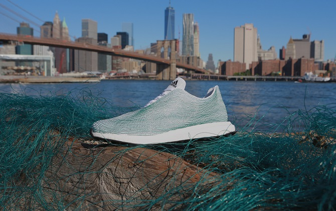Adidas Group представила кроссовки из переработанного океанического мусора