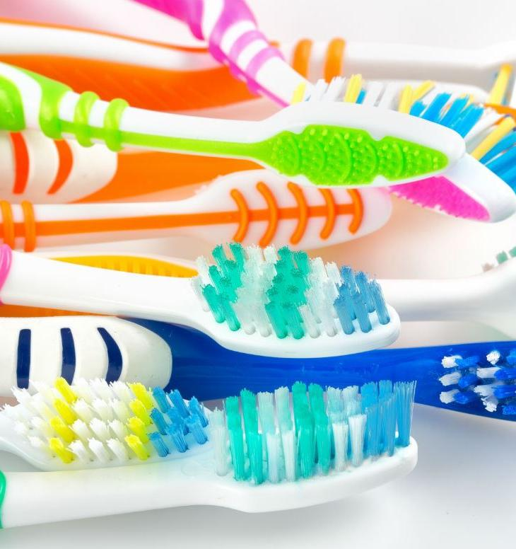 Студенты отправили на переработку более 1800 зубных щеток