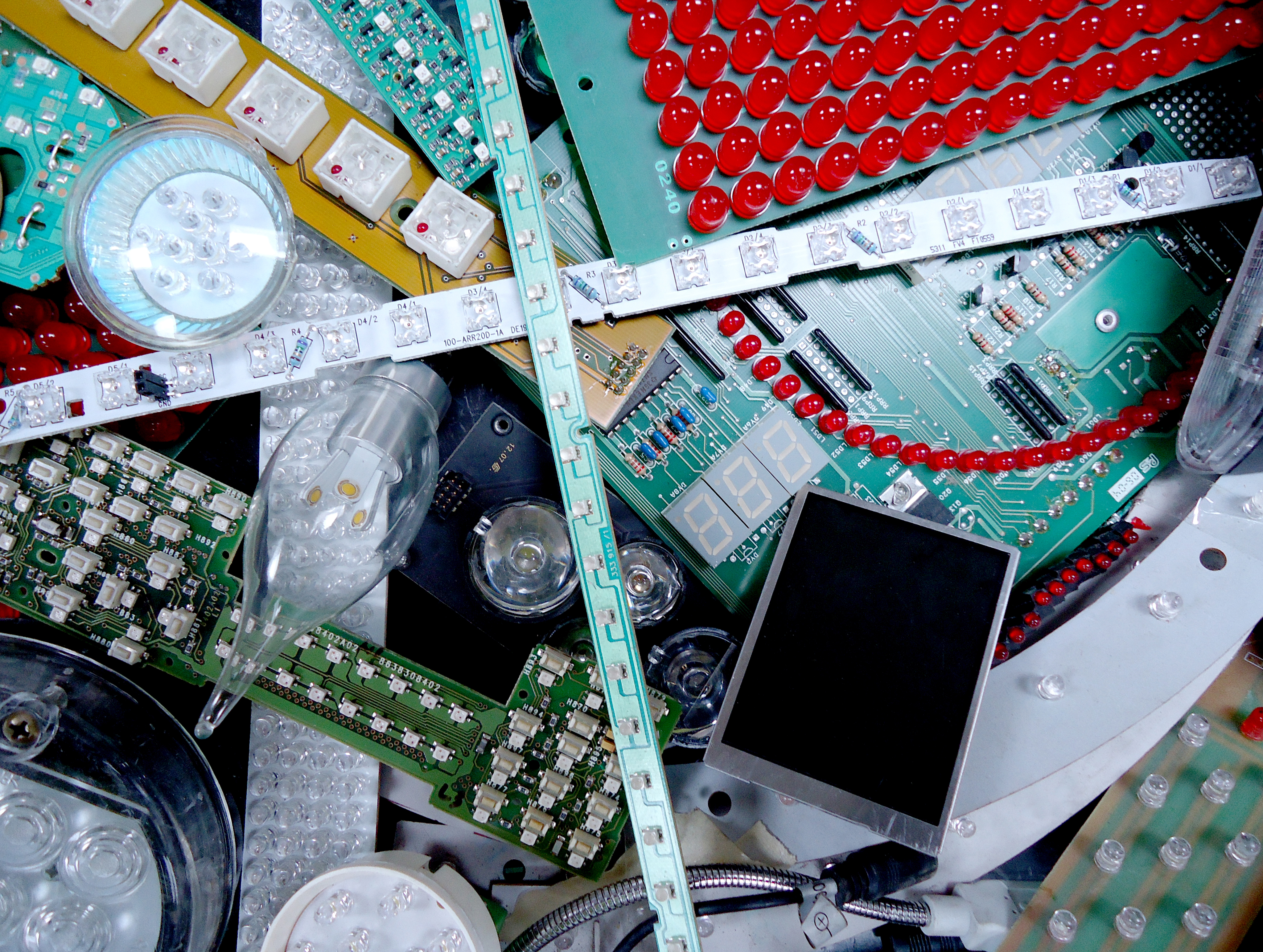 Unilever утилизирует пластиковую упаковку по технологии переработки телевизоров