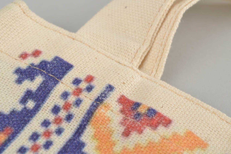 Charity Shop сделает скидки за использование многоразовой сумки
