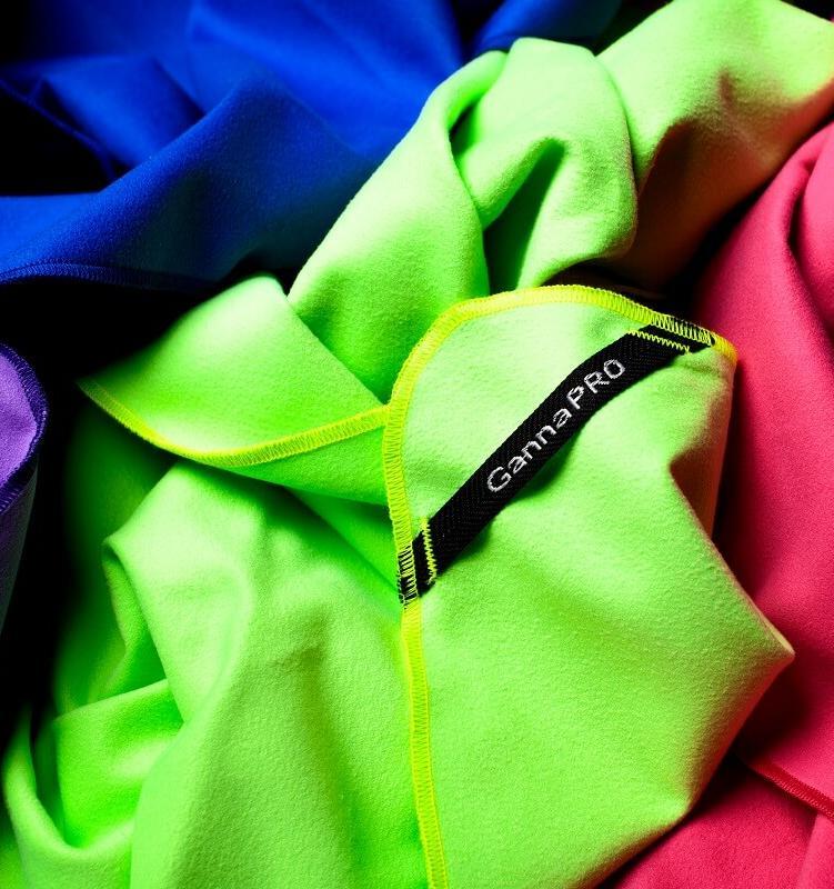 Во время ношения одежды в окружающую среду попадают микроволокна