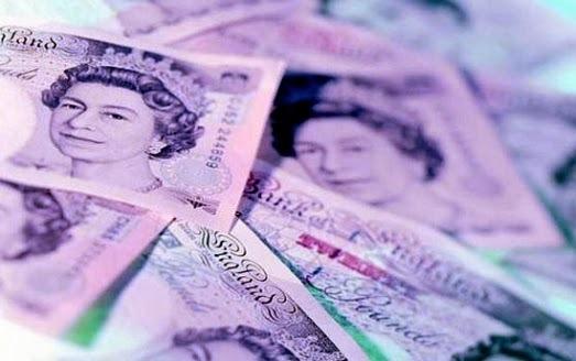 Бумажные фунты стерлингов заменят долговечными пластиковыми купюрами