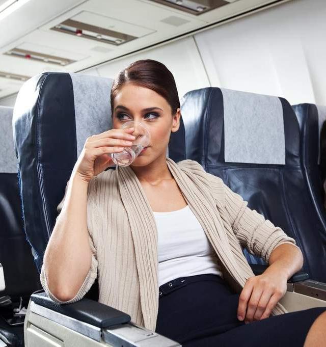 «Победа» может сделать платными пластиковые стаканы на борту