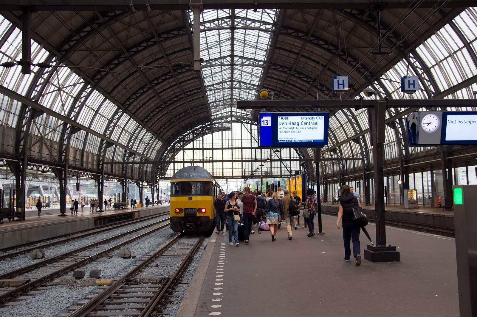 Все поезда Голландии полностью переведены на энергию ветра
