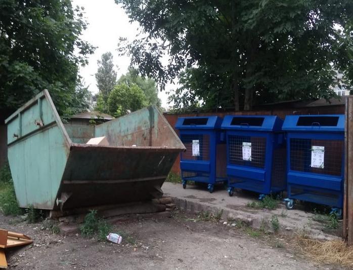 В поселке Брянской области установили контейнеры для сбора макулатуры и пластика