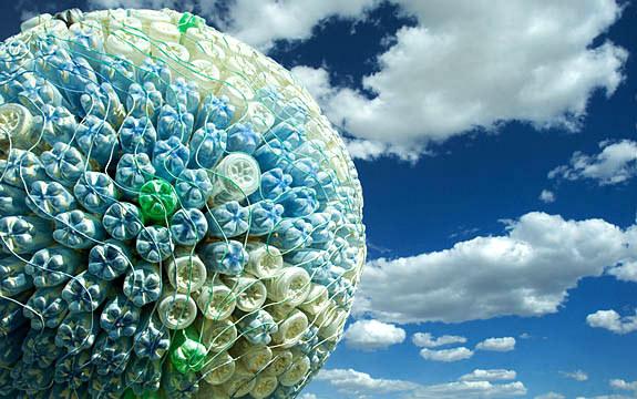 В Днепропетровске появится огромный шар из пластиковых бутылок