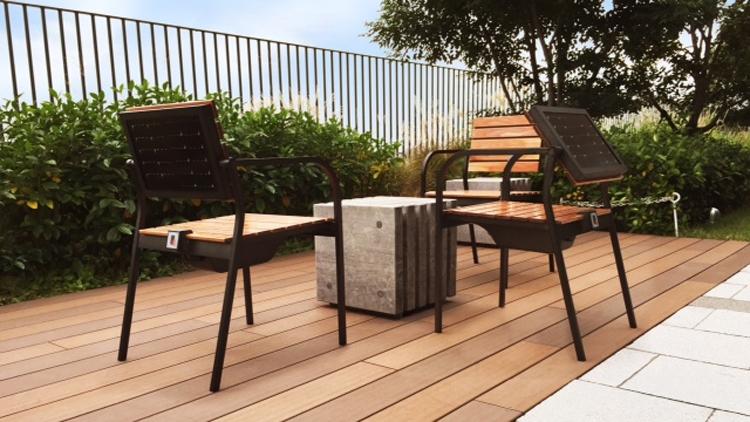 Sharp выпустила кресла на солнечных батареях с зарядкой для гаджетов