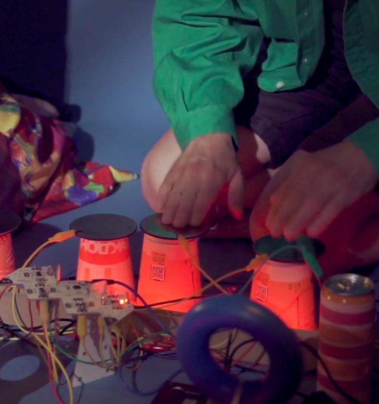 Макдоналдс записал трек из звуков перерабатываемой упаковки