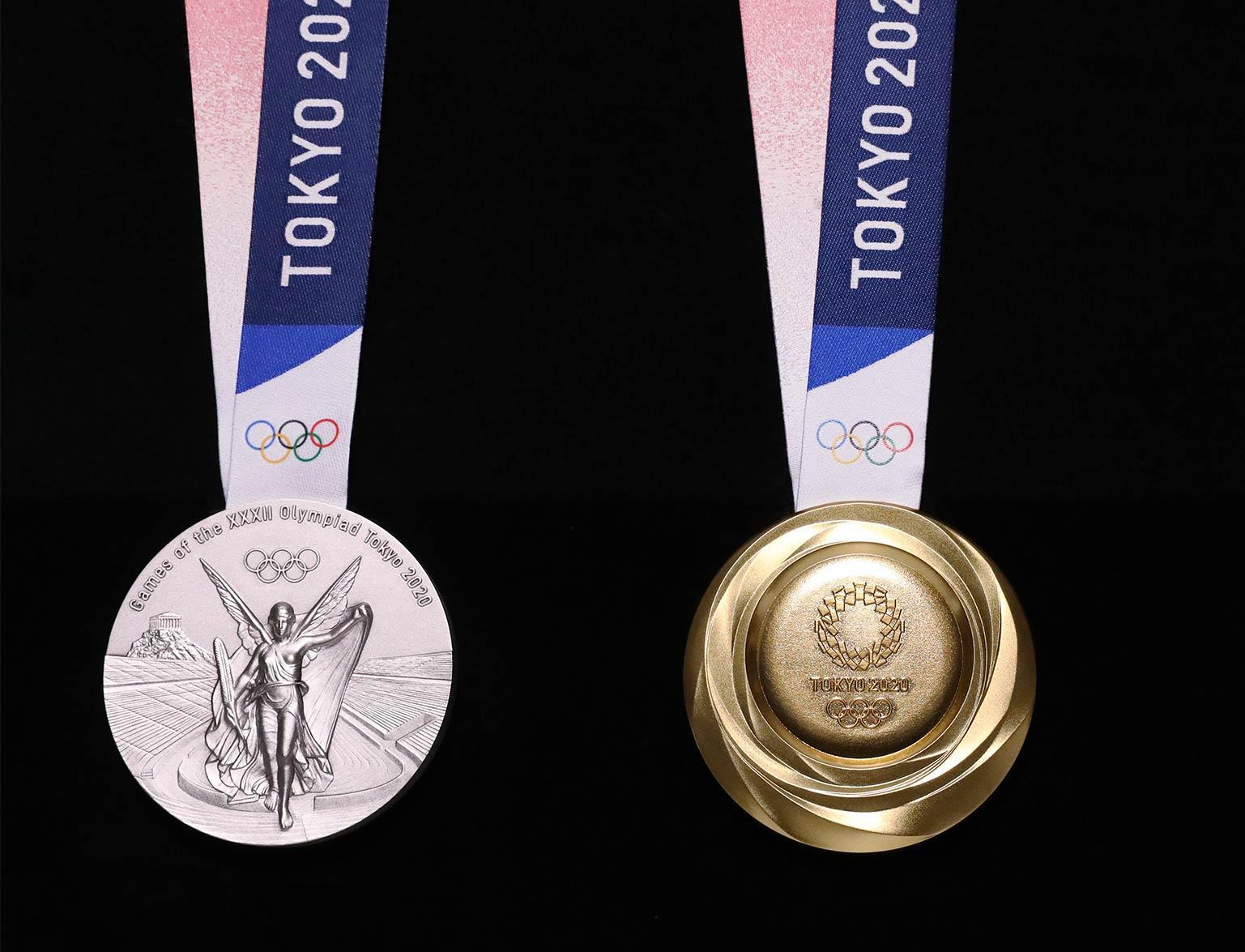 В Токио представили медали Олимпиады из переработанных гаджетов