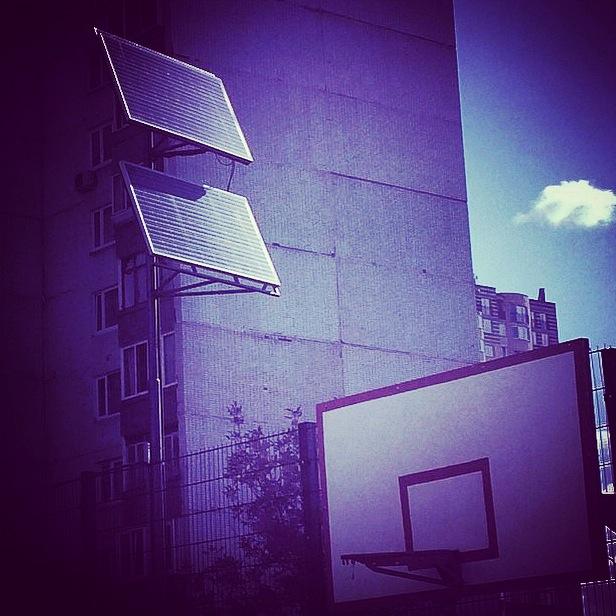 Instagram дня: фонари спортплощадки в Жулебино работают на солнечных батареях
