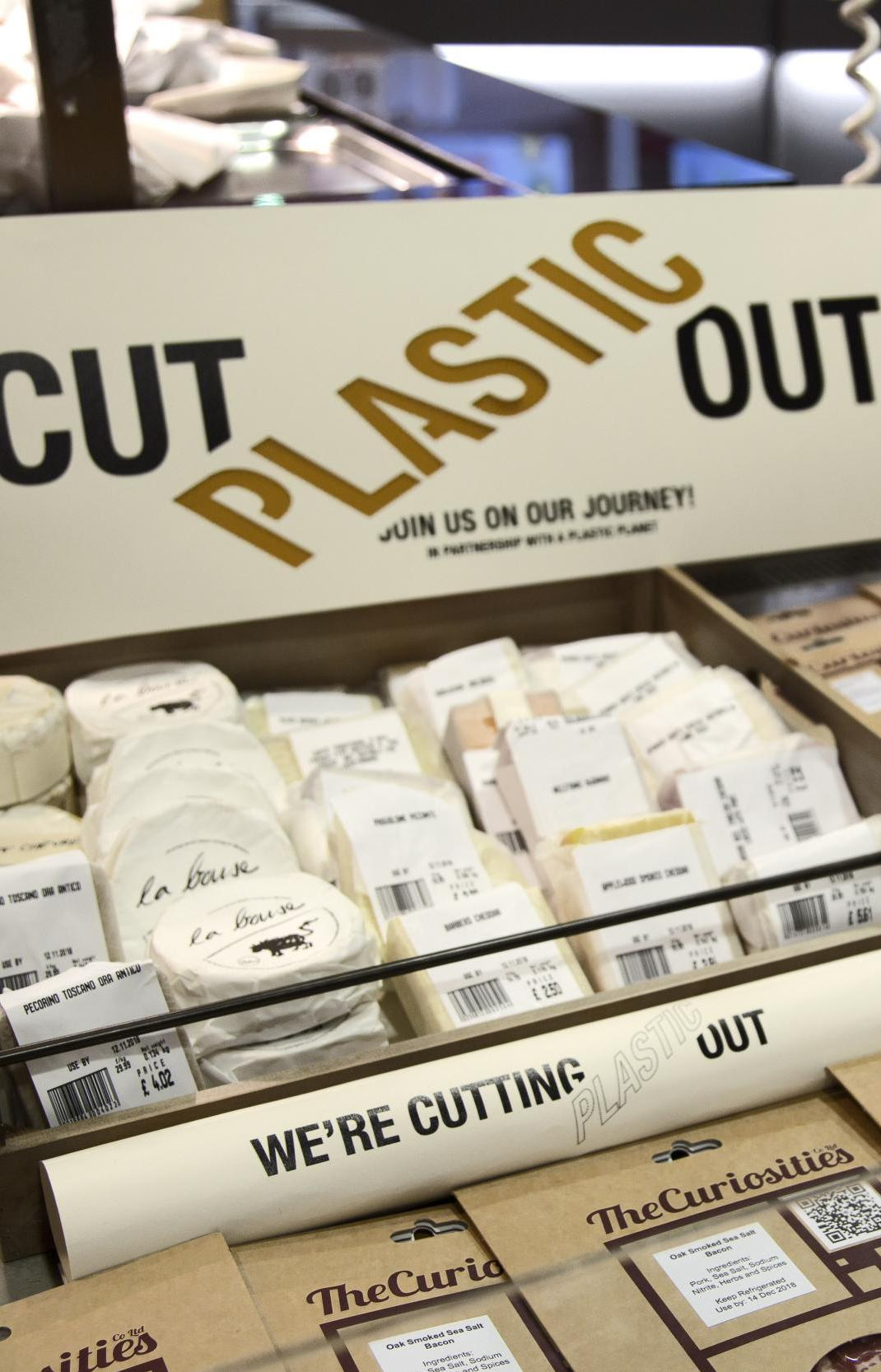 Супермаркет заменил пластиковую упаковку экологичной для 1700 видов товаров