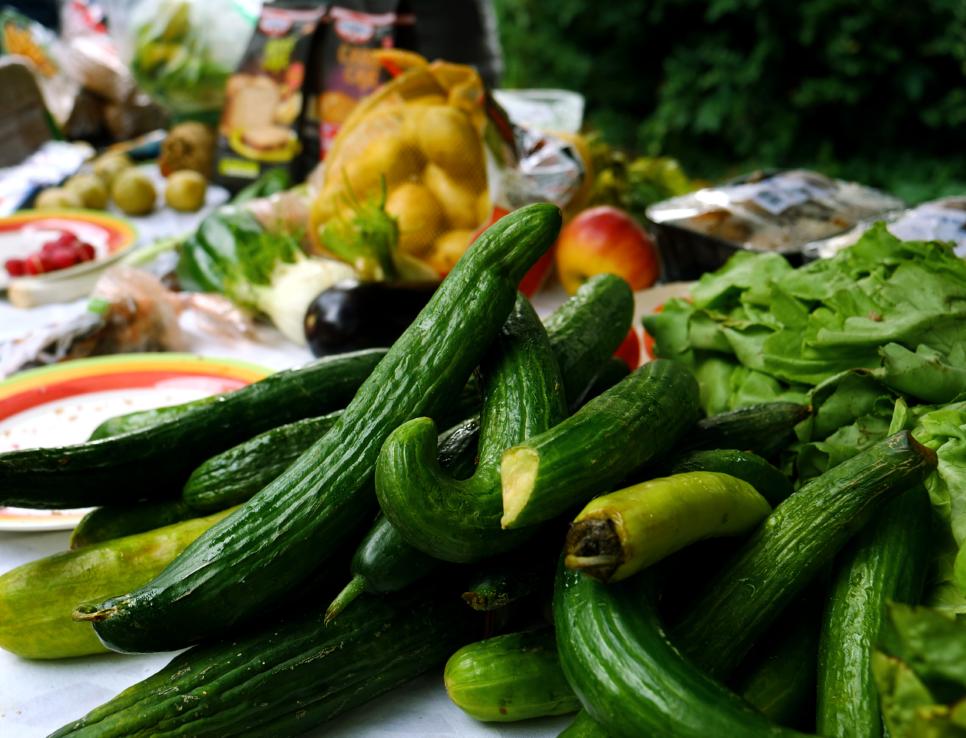 Треть россиян выкидывает еду без сожалений