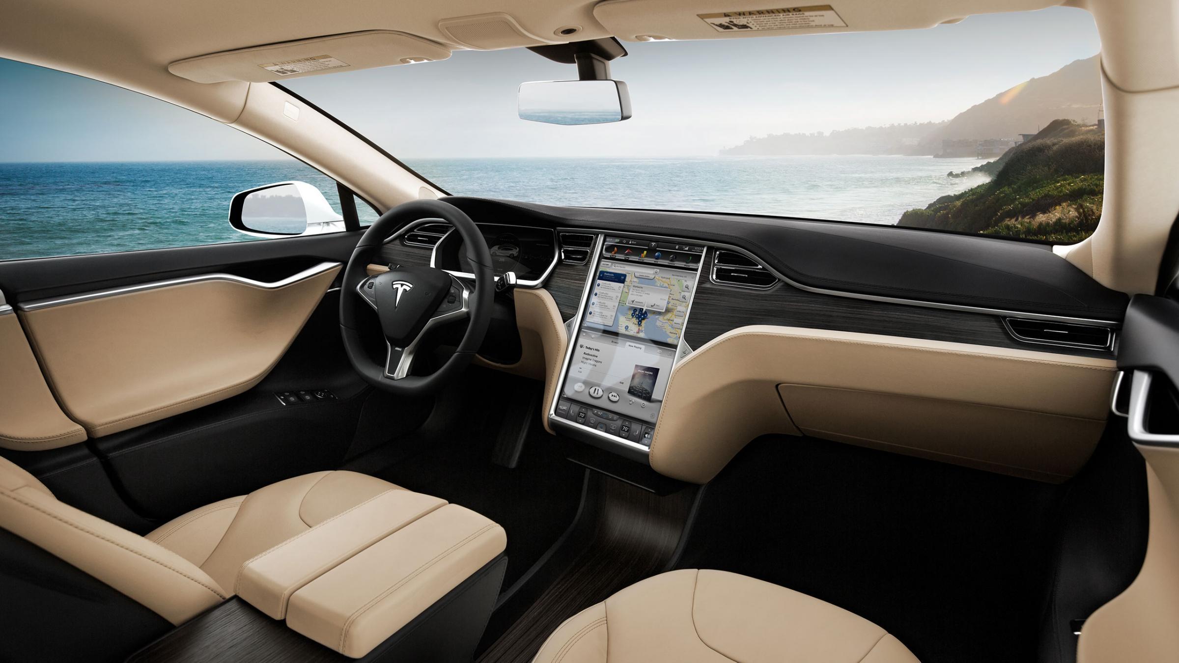 Tesla заменит при отделке салонов кожу на веганские материалы