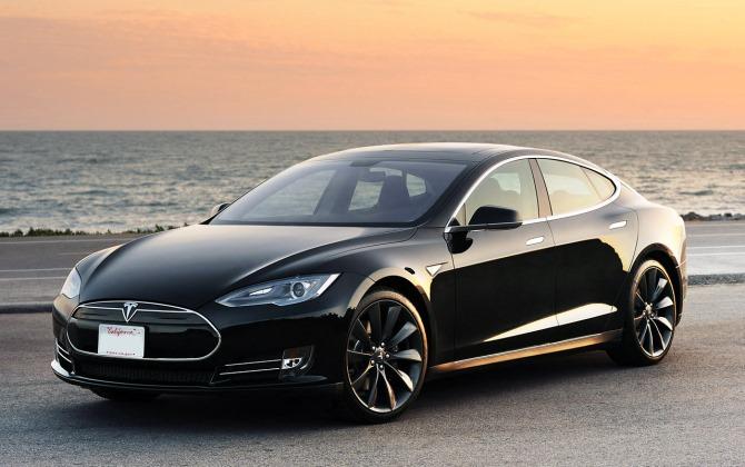 Tesla Model S стала самым популярным электромобилем в России