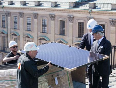 Король Швеции установил на крыше дворца солнечные батареи
