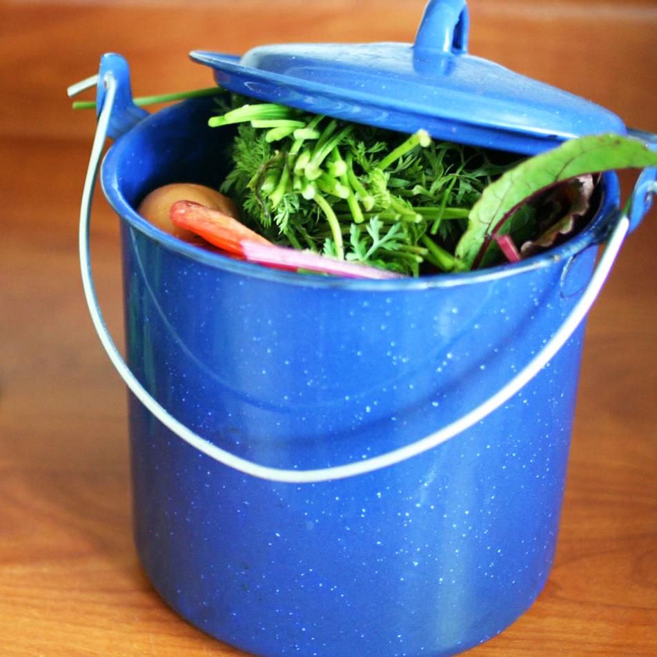 8 кухонных компостеров для переработки мусора
