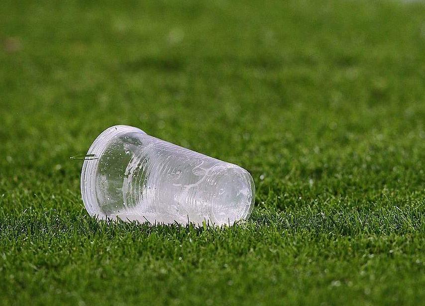 В Чехии перестанут производить и использовать одноразовую пластиковую посуду