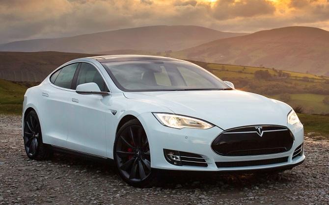 Продажи самого доступного электромобиля Tesla начнутся в августе