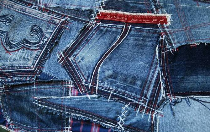 В CharityShop научат делать модные вещи из старых джинсов