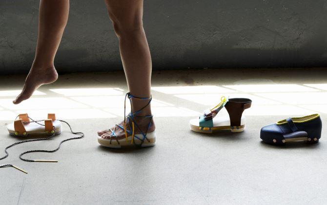 Модельер из Нидерландов придумал экологичную обувь-трансформер